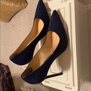 Royal blue suede Manolo Blahnik pumps